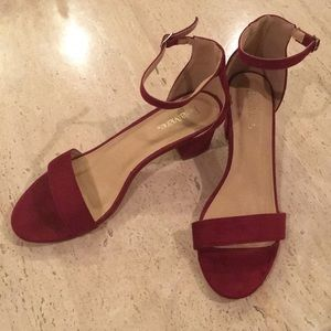 BELLA MARIE Size 10 dress shoes in faux wine suede